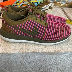 Nike pink green blue women's size 10